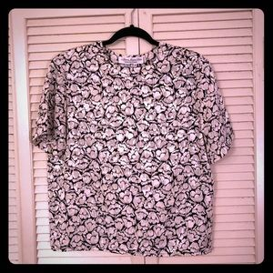 👗NEW👗EUC VTG B/w floral blouse w/button sleeve